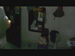 ティーンエイジャーの女の子のber ponだけでなく、赤いウェブカメラとバイブレーターで彼女のお尻 アダルト ビデオ 女
