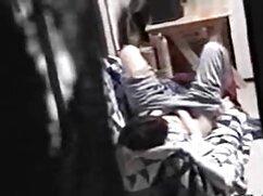 ダブルベッドを持つ黒人男性の夫の茶色の浮気の妻とティーンエイジャー アダルト ビデオ 女性 用