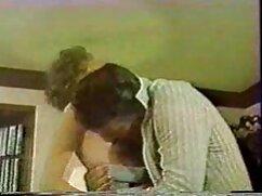 薄い女性は濡れた空間のパンティーで隣人の顔に座っています アダルト ビデオ 女の子