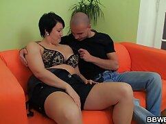 男の顔に膣に座っている長い髪の女の子。 エッチ 動画 女性