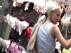 二人の女の子は服を脱ぎ、男とセックスをしています 女性 向け の アダルト ビデオ