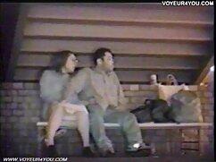 音楽室では、二つのカップルの後にフェラチオ、雌犬、公共 女 えろ どう が