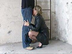 男は公衆トイレのすべての穴で売春婦を打つ 女性 えろ 動画