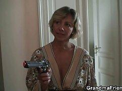 ブロンドのカール。 女性 用 アダルト ビデオ 口と胸。